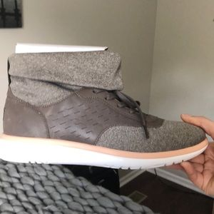 New never worn UGG casual sneakers